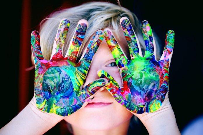 10 artisanats d'été créatifs pour divertir les enfants toute la saison