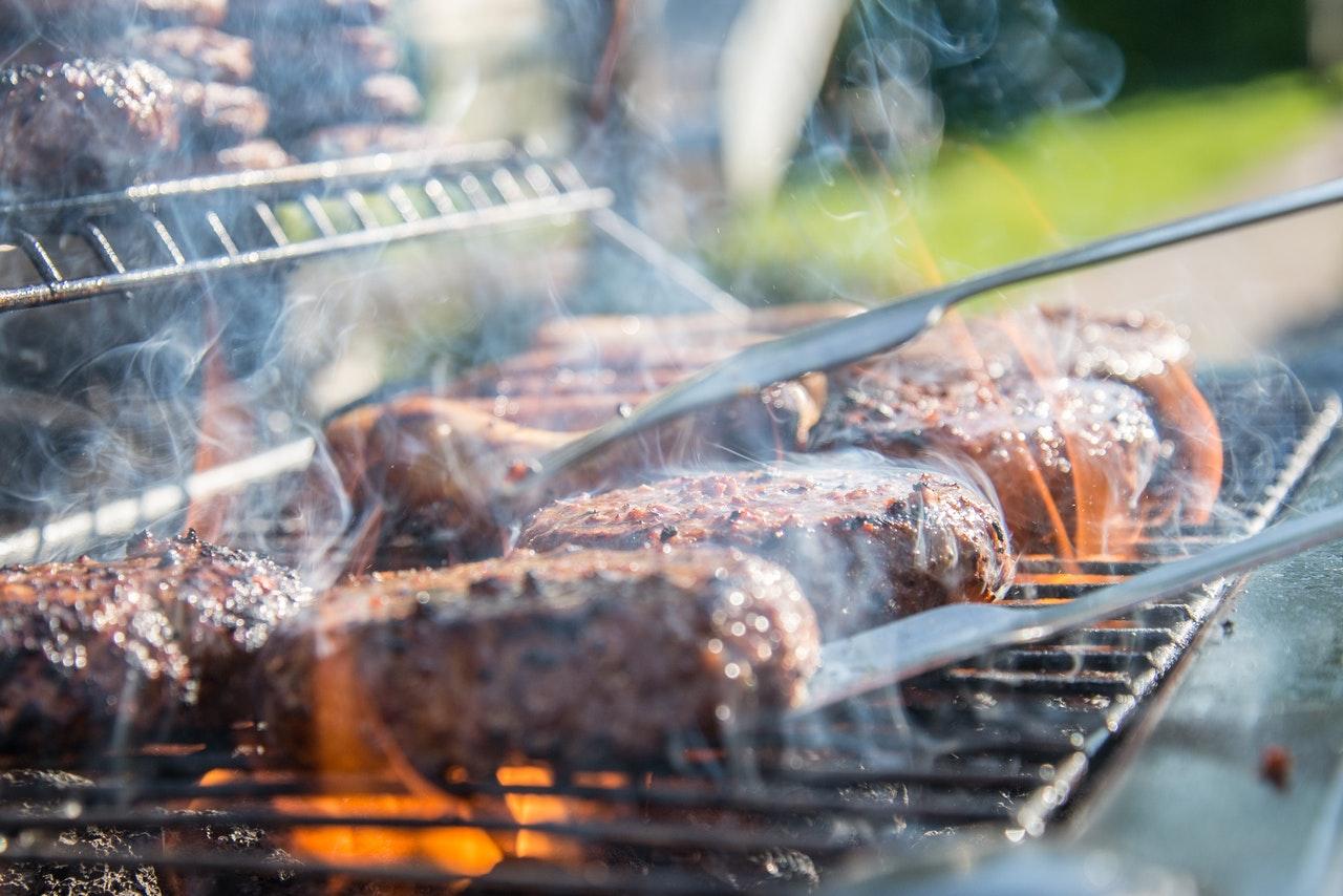 Quel matériau choisir pour sa grille barbecue ?